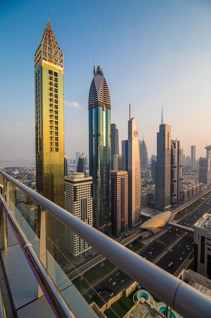Luchtfoto van het centrum van dubai in een herfstdag, verenigde arabische emiraten Gratis Foto