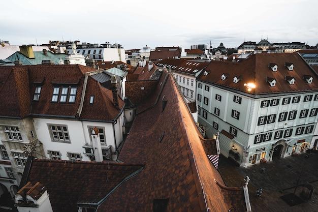 Luchtfoto van het oude stadhuis bratislava Gratis Foto