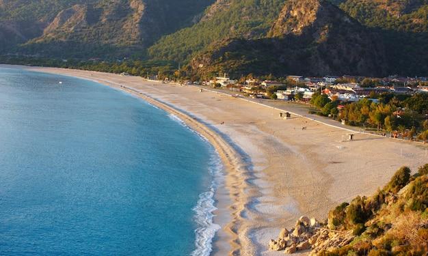 Luchtfoto van lege oludeniz strand Premium Foto