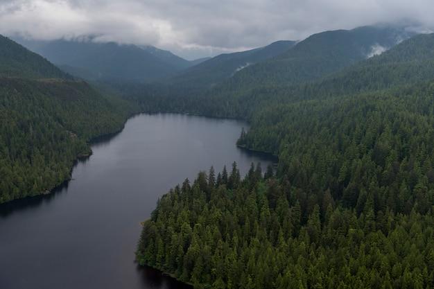 Luchtfoto van mercer lake, skeena-queen charlotte regional district, haida gwaii, graham island, br Premium Foto
