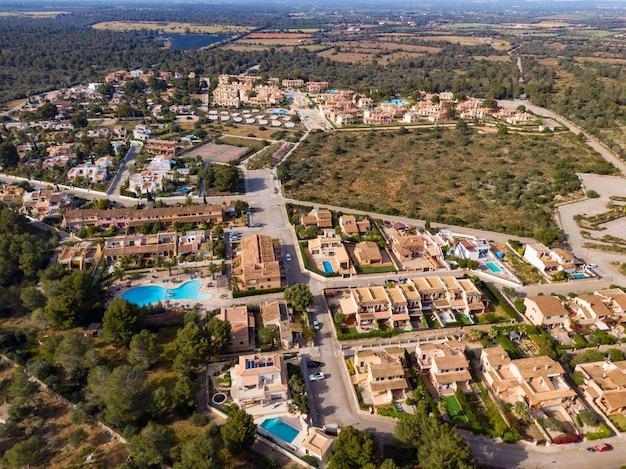 Luchtfoto van prachtige gebouwen in mallorca, balearen in spanje Gratis Foto