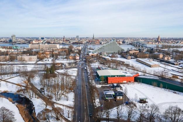 Luchtfoto van riga, letland in de winter Gratis Foto