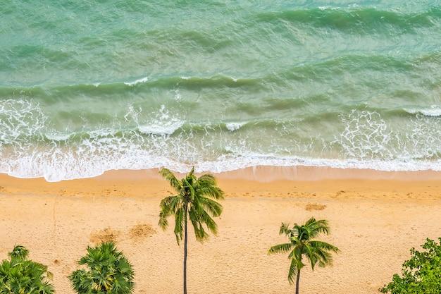Luchtfoto van tropisch strand zee Gratis Foto