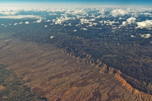 Luchtfoto van veld Gratis Foto
