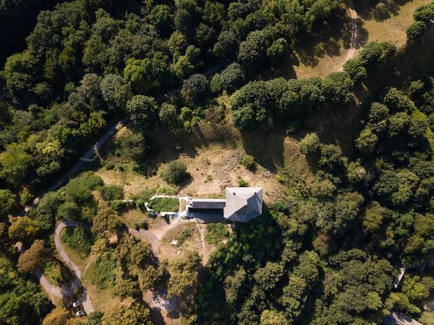 Luchtfoto van verwoeste middeleeuwse halych castle Premium Foto