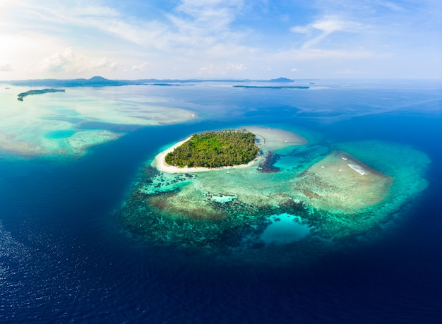 Luchtmening banyak islands sumatra tropische archipel indonesië Premium Foto
