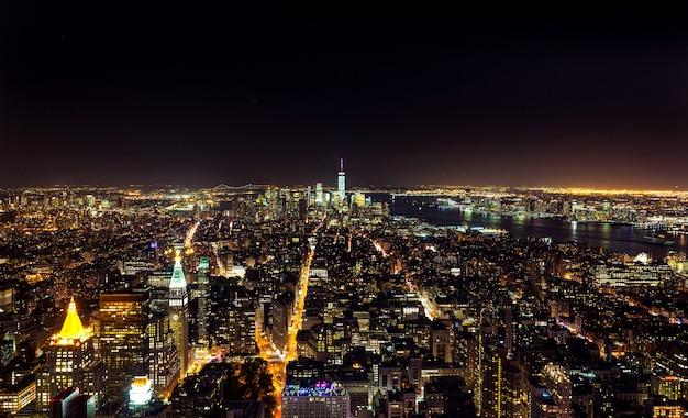 Luchtnachtmening van manhattan Premium Foto
