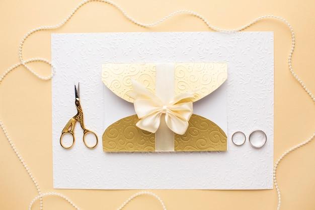 Luxe bruiloft concept met trouwringen Gratis Foto
