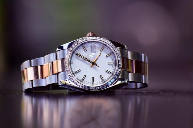 Luxe horloges is een horloge dat lange tijd is verzameld. Premium Foto