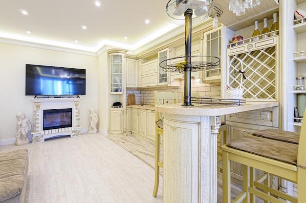 Luxe moderne beige keuken interieur Premium Foto