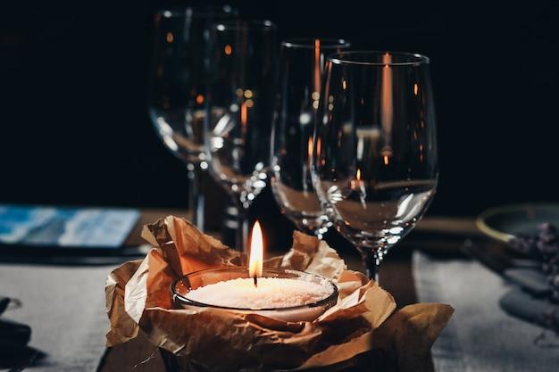 Luxe servies prachtige tafel in restaurant Premium Foto