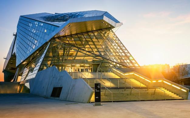 Lyon, frankrijk, 22 december 2014: musee des confluences. musee des confluences ligt aan de samenvloeiing van de rhône en de saone. Gratis Foto