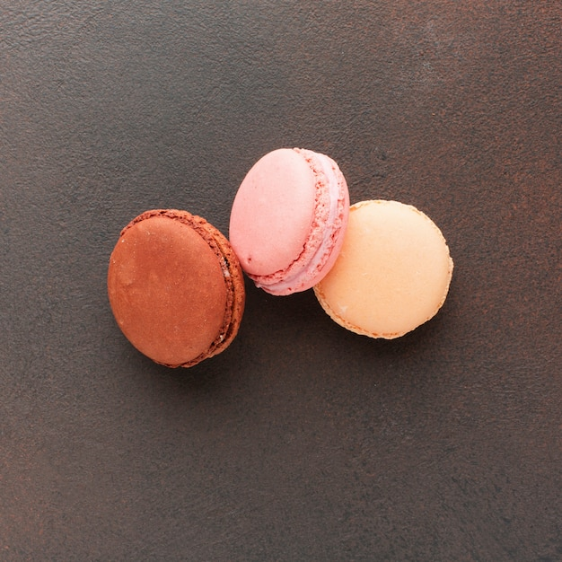 Macarons in dichte omhooggaand geplaatst Gratis Foto