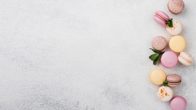 Macarons met munt en kopie ruimte Gratis Foto