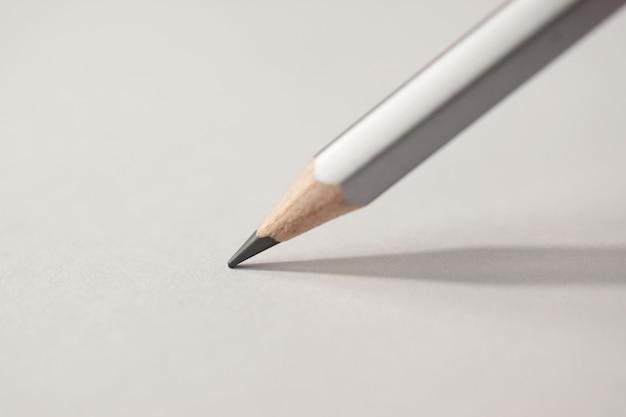 Macrodetail van een potloodgrafiet op een witte achtergrond Premium Foto