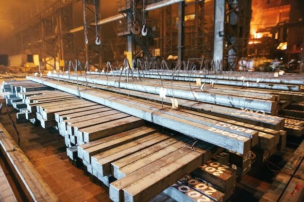Magazijn metalen blank. galvanotechniek voor het metaal. Premium Foto