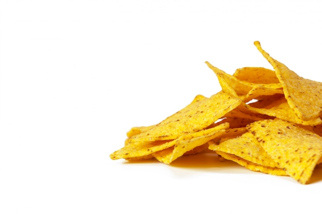 Maïs nachos geïsoleerd op wit Premium Foto