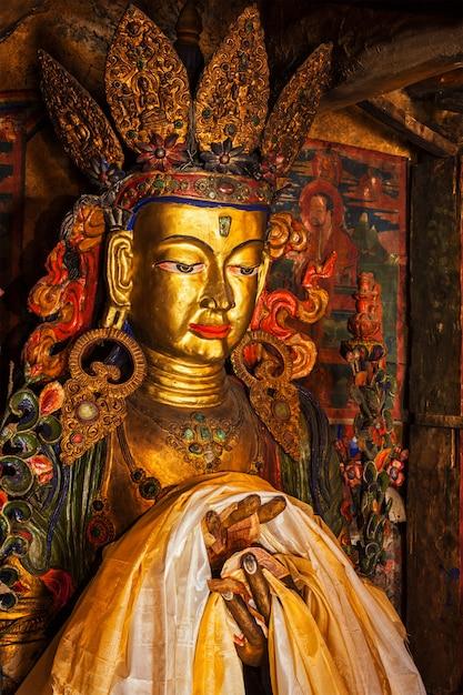 Maitreya boeddhabeeld Premium Foto