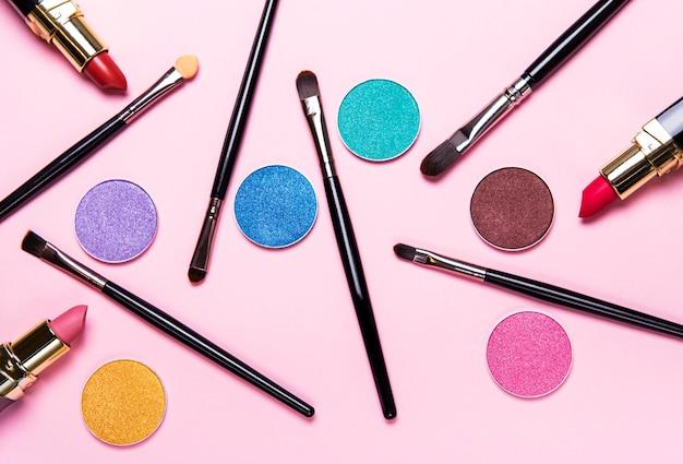 Make-up kwasten en oogschaduw Premium Foto