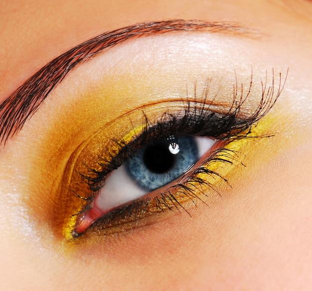 Make-up - modieuze felgele oogschaduw. Gratis Foto