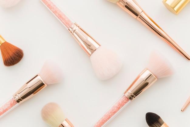 Make-upborstels bovenaanzicht Gratis Foto