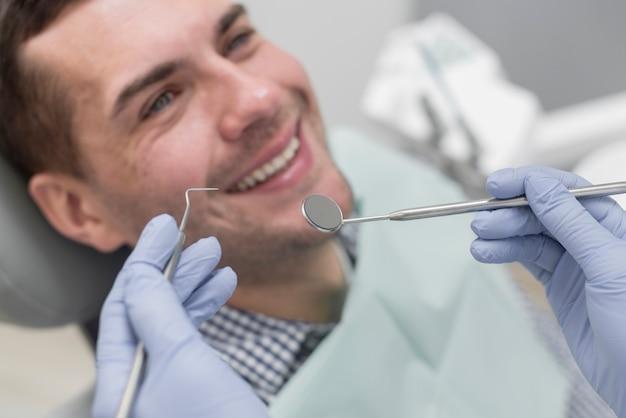 Man bij de tandarts Gratis Foto
