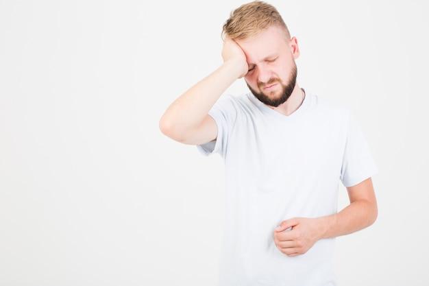 Man die lijdt aan hoofdpijn Gratis Foto