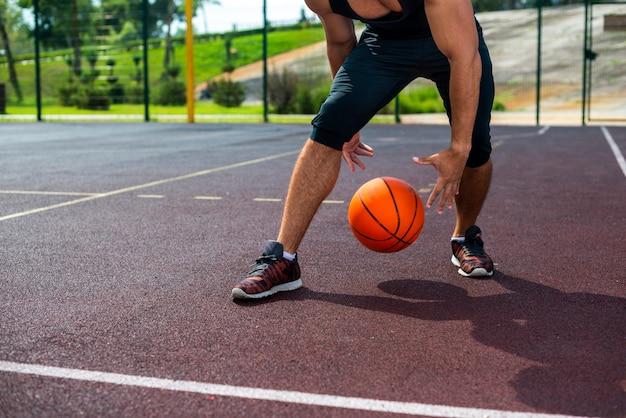 Man doet basketbal trucs Gratis Foto