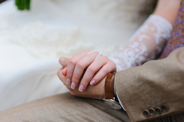 Man en vrouw hand in hand Premium Foto