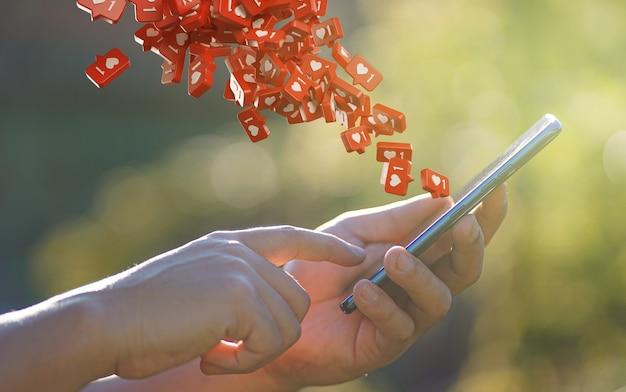 Man hand met behulp van smartphone met liefde pictogram kennisgeving vliegen Premium Foto