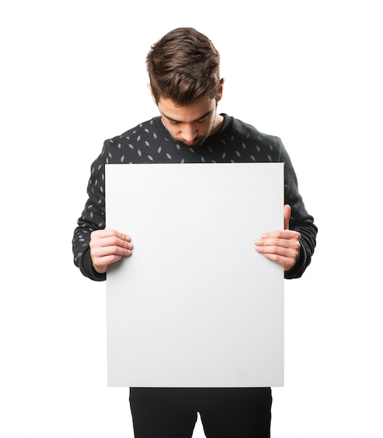 Man het lezen van een poster Gratis Foto