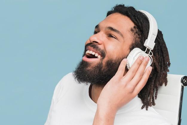 Man luisteren naar mus Gratis Foto