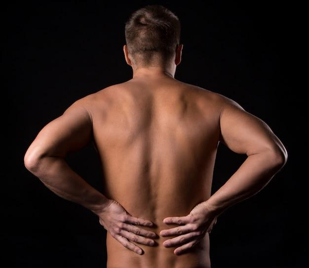 Man met pijn in de onderrug Gratis Foto