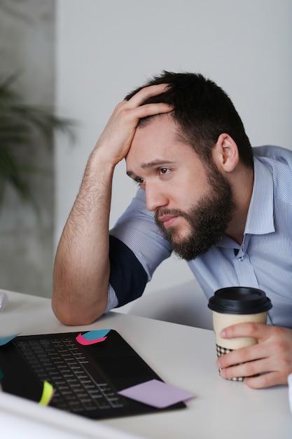 Man moe op het werk Gratis Foto