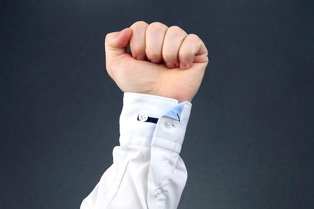 Man's hand gebald tot vuist Premium Foto