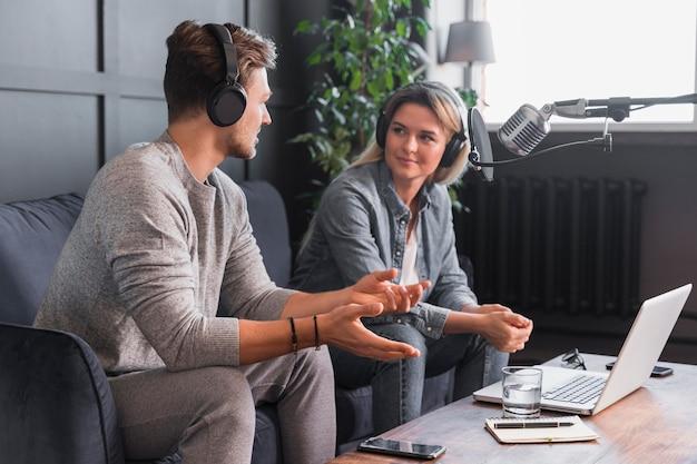 Man vrouw interviewen Gratis Foto