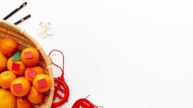 Mand mandarijnen chinees nieuw jaar Gratis Foto