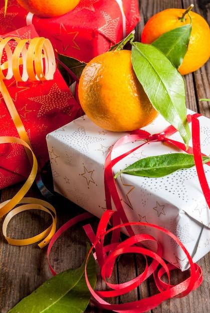 Mandarijnen en kerstdecoraties Premium Foto