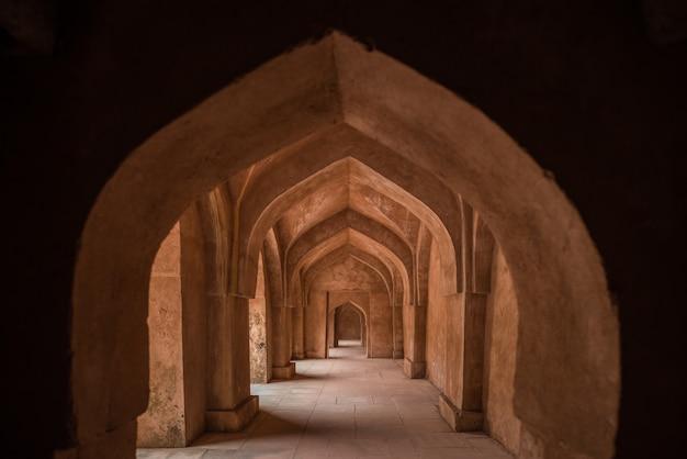 Mandu india, afghaanse ruïnes van islamkoninkrijk Premium Foto
