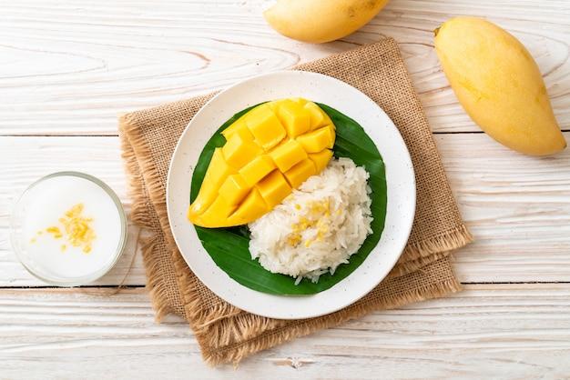 Mango met kleefrijst Premium Foto
