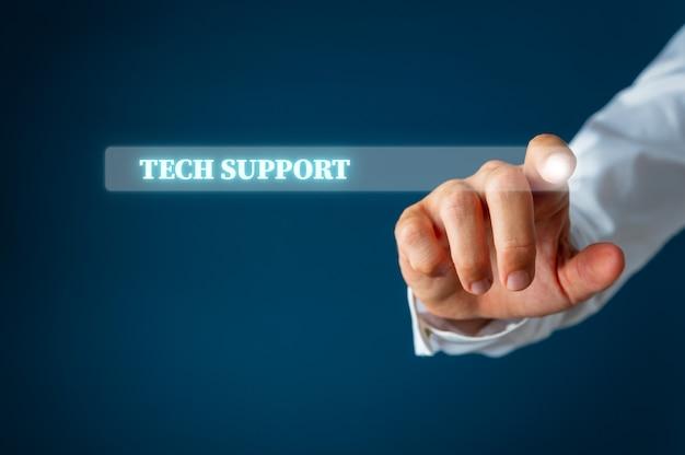 Mannelijke vinger wijzend op een zoekbalk op virtuele interface met woorden van technische ondersteuning erin. Premium Foto