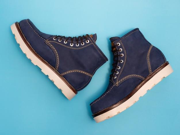 Mannen mode marine laarzen met nubuck leer geïsoleerd Premium Foto