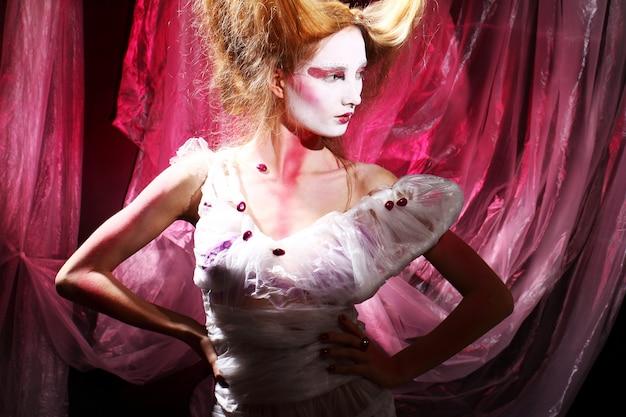 Mannequin in stijlvolle aziatische afbeelding Gratis Foto