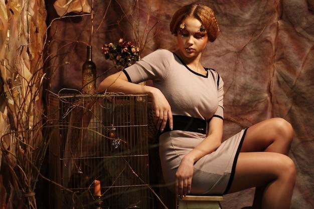 Mannequin zittend op een krukje Premium Foto