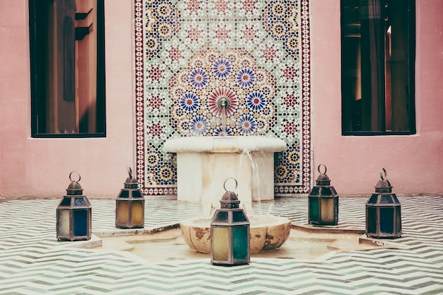 https://image.freepik.com/vrije-photo/marokkaans-afrika-interieur-sierlijke-pool_1203-5073.jpg