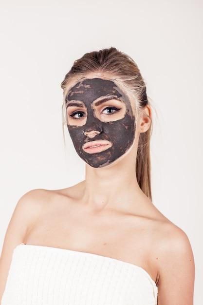 Masker gezicht spa toepassing gezicht schoonheid Gratis Foto