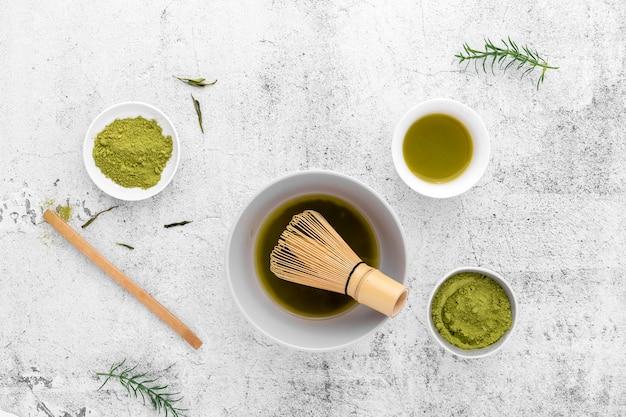 Matcha thee en bamboe garde bovenaanzicht Gratis Foto