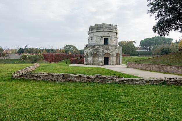 Mausoleum van theodoric (mausoleo di teodorico), ravenna, italië Premium Foto