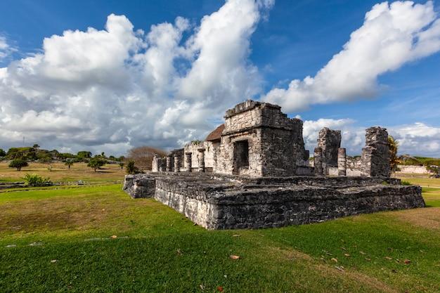 Mayan tulum ruïneert landschap. mexico quintana roo Premium Foto