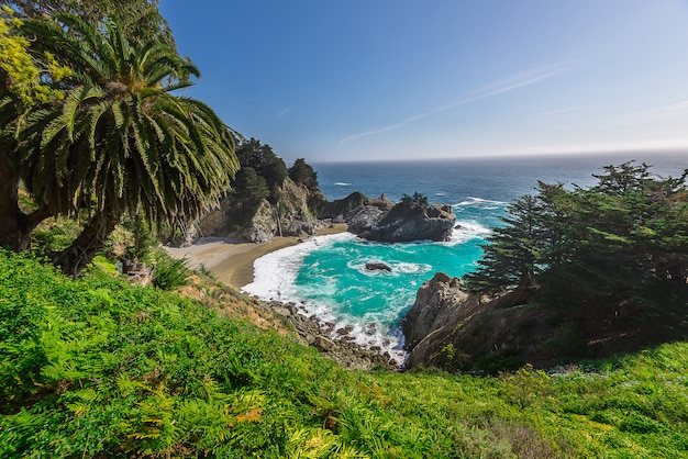 Mcway fall op highway 1 california Premium Foto